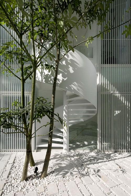 1330563579-atrium-terrace