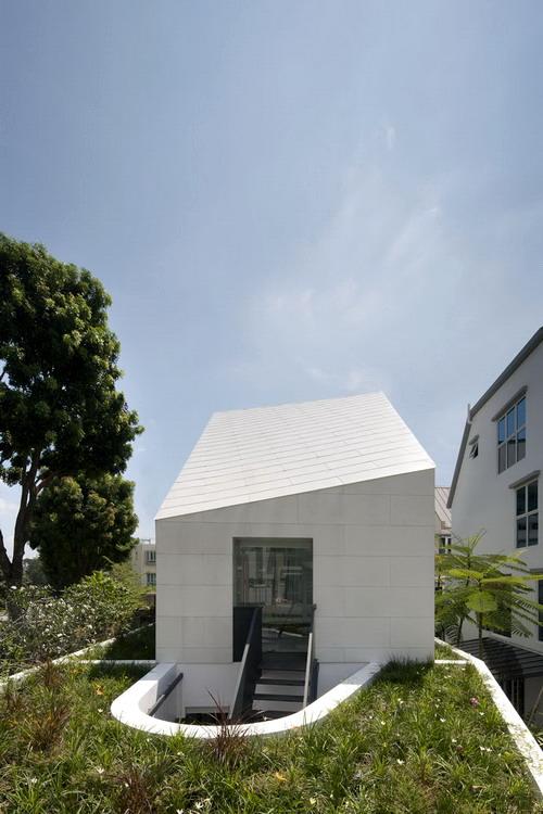 1330563742-roofgarden