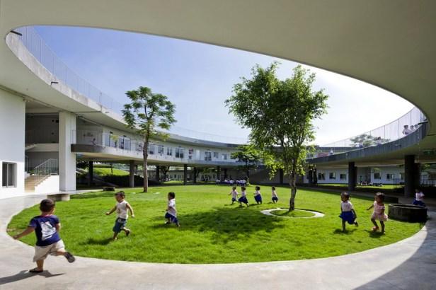 04_western_courtyard