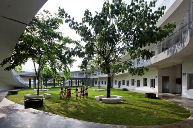08_eastern_courtyard