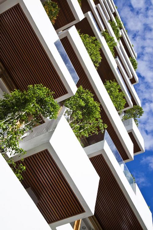 hotel-golden-holiday-in-nha-trang-trinh-viet-a-architects_03_greenbalcony