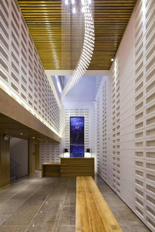 hotel-golden-holiday-in-nha-trang-trinh-viet-a-architects_09_lobby_night