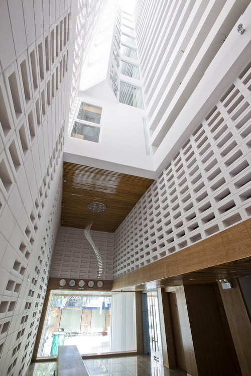hotel-golden-holiday-in-nha-trang-trinh-viet-a-architects_11_centralvoid