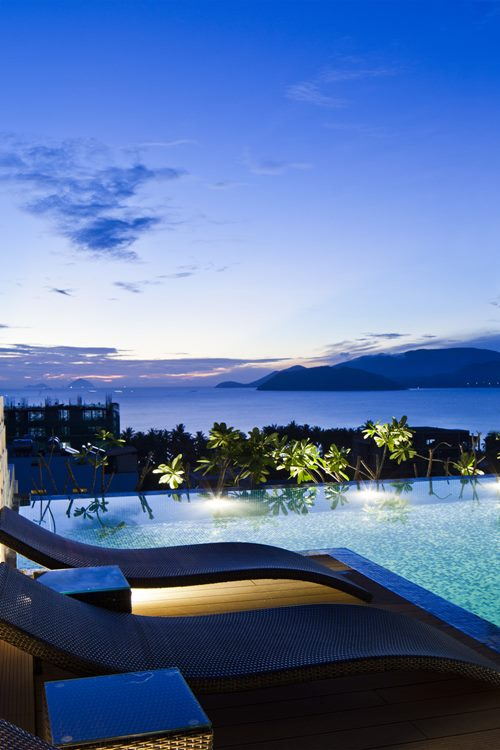 hotel-golden-holiday-in-nha-trang-trinh-viet-a-architects_20_poolside