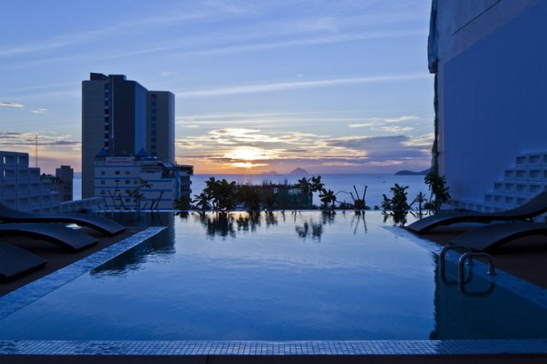 hotel-golden-holiday-in-nha-trang-trinh-viet-a-architects_21_pool_atdawn