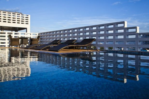hotel-golden-holiday-in-nha-trang-trinh-viet-a-architects_22_sunloungers
