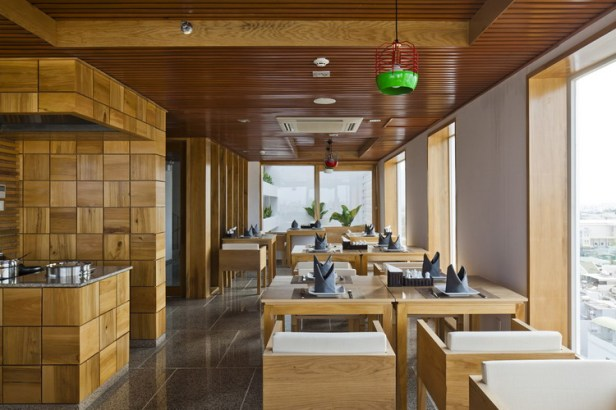 hotel-golden-holiday-in-nha-trang-trinh-viet-a-architects_23_restaurant