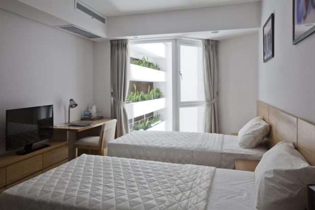 hotel-golden-holiday-in-nha-trang-trinh-viet-a-architects_28_guestroom_voidside