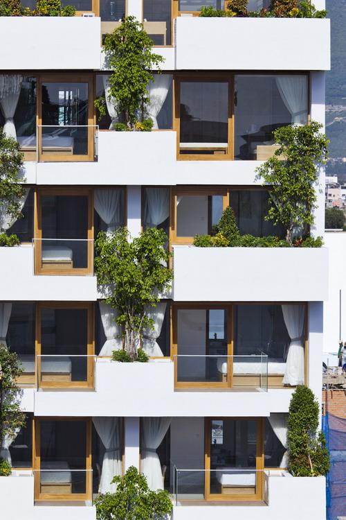 hotel-golden-holiday-in-nha-trang-trinh-viet-a-architects_30_balcony