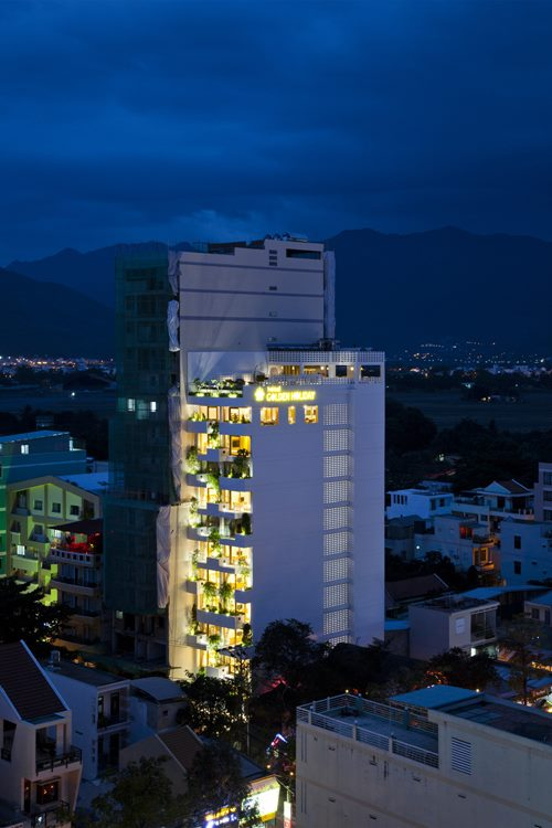 hotel-golden-holiday-in-nha-trang-trinh-viet-a-architects_31_exterior_night