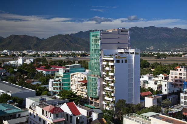 hotel-golden-holiday-in-nha-trang-trinh-viet-a-architects_32_exterior_day